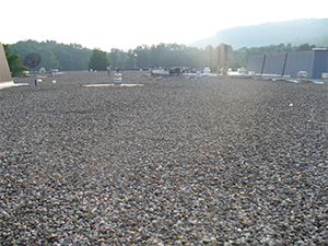 Commercial building with granular stones covering the roof