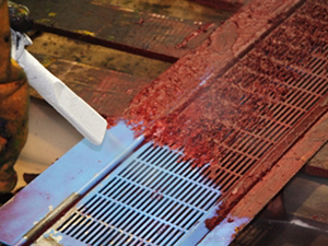 Dry ice cleaning on a metal grate